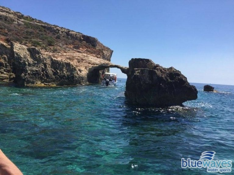 Arch visit in Comino