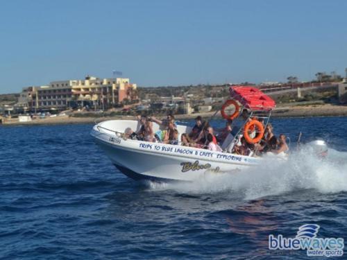 Very fast speedboat trips